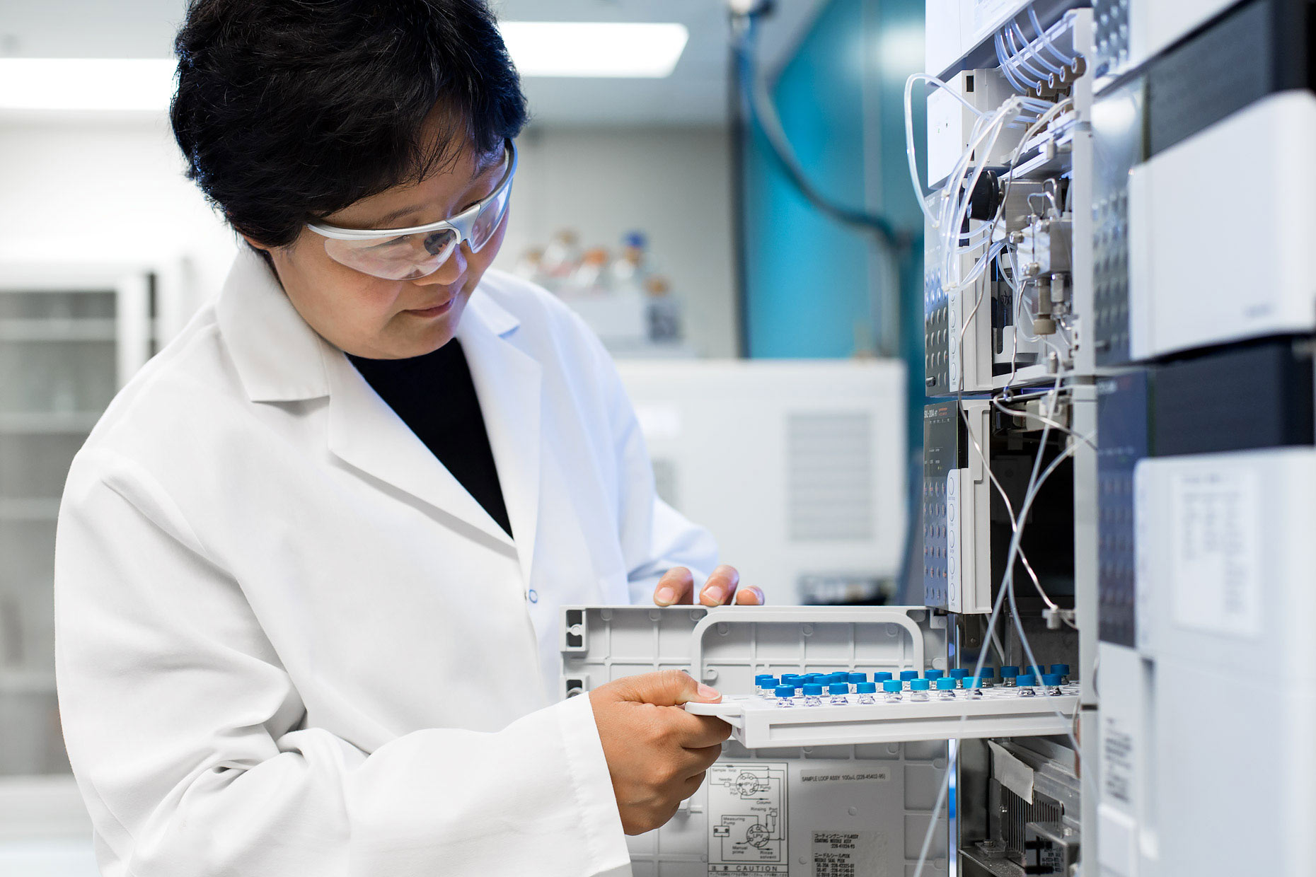 Biochemist removing samples from a protein sequencer | Scott Gable industrial photographer