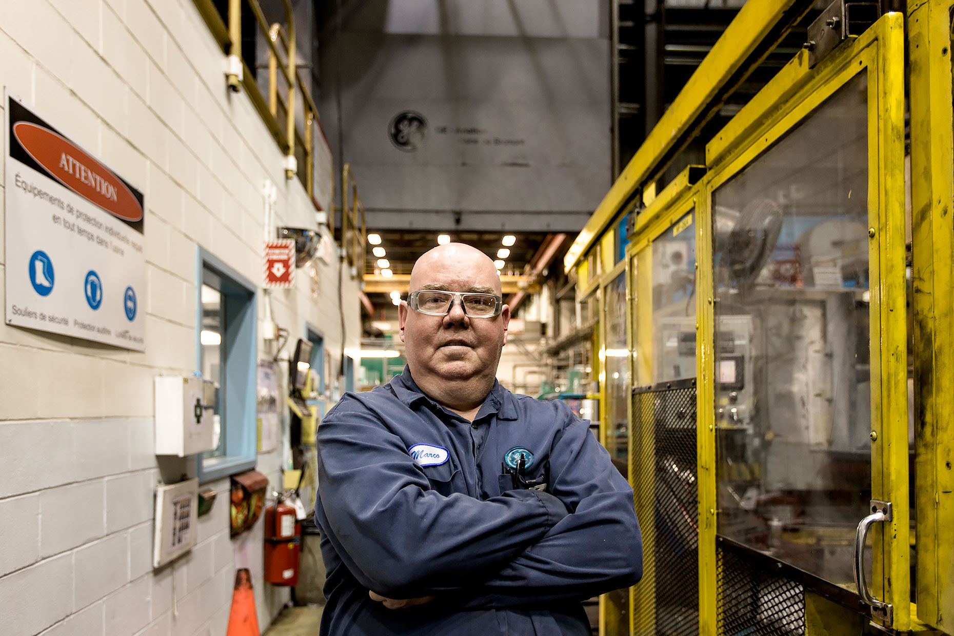 GE Technician environmental portrait with arms crossed | Scott Gable industrial photographer