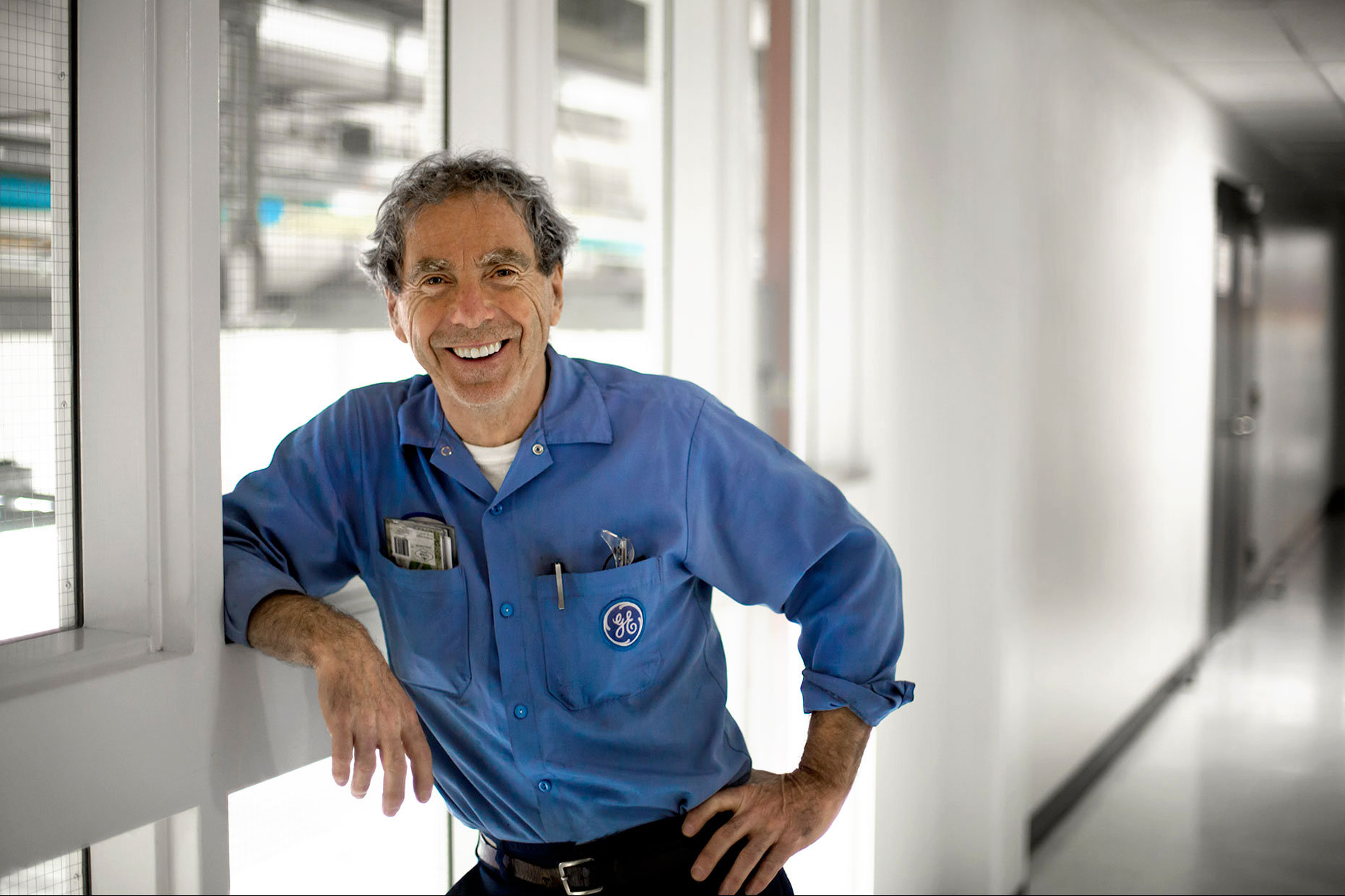 Smiling GE Technician environmental portrait | Scott Gable industrial photographer